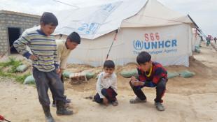 بالصور؛ ابتسامة اطفال النازحين في المخيمات
