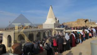 وسط البخور والتراتيل الدينية..<br> الأيزيديون في بعشيقة ينتهون من بناء قبابهم المدمرة