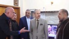"""""""جيبولي المطرگ أريد على أظهرك أضربك""""<br>في الموصل.. مدير يعاقب طلبته بالضرب المبرح والمحافظ يرد بفيديو"""