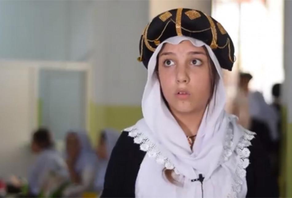 Kurtarılan Ezidi kızı, DAEŞ'ten sonra umutla gülümsüyor