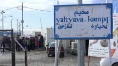 """""""Yıkık"""" çadırların çatısı altında göçmen insanlar<br>2000 göçmen Kerkük'te Yahyava kampında kalıyorlar"""