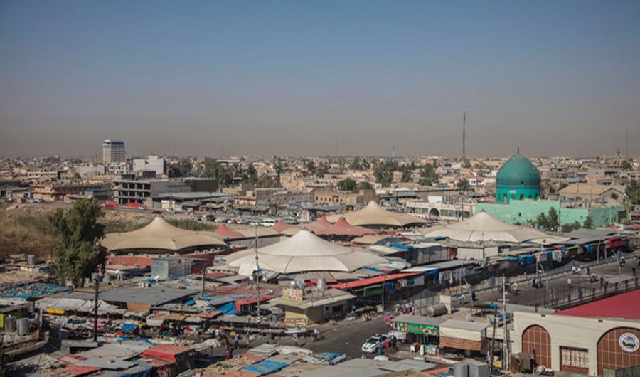 من اعلى قلعة كركوك، توضح الجامع الكبير وسط المدينة والسوق الشعبي المعروف بـ برأس الجسر، تصوير بنار سردار