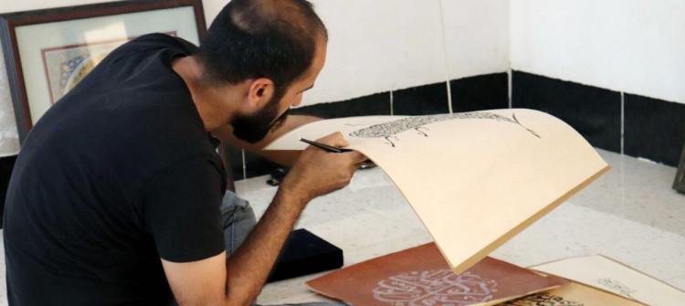 كورونا يضيق الخناق على فن الخط