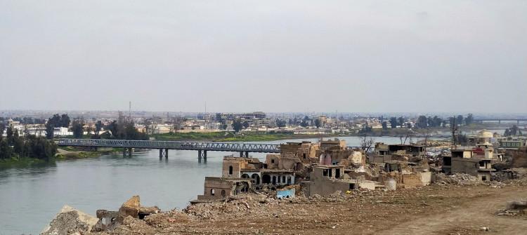 انتحار فتاة موصلية من اعلى الجسر القديم