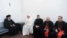 دعوات للحوار ونبذ العنف خلال اللقاء التاريخي بين السيستاني والبابا فرنسيس