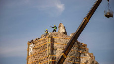"""اليونسكو وصفتها بالخطوة """"الكبيرة"""".. <br> تثبيت قاعدة منارة """"الحدباء"""" في الموصل القديمة"""