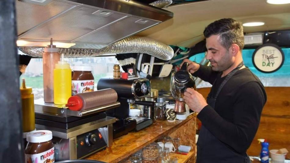 نسيم يحول باص قديم الى مقهى عائلي في برطلة
