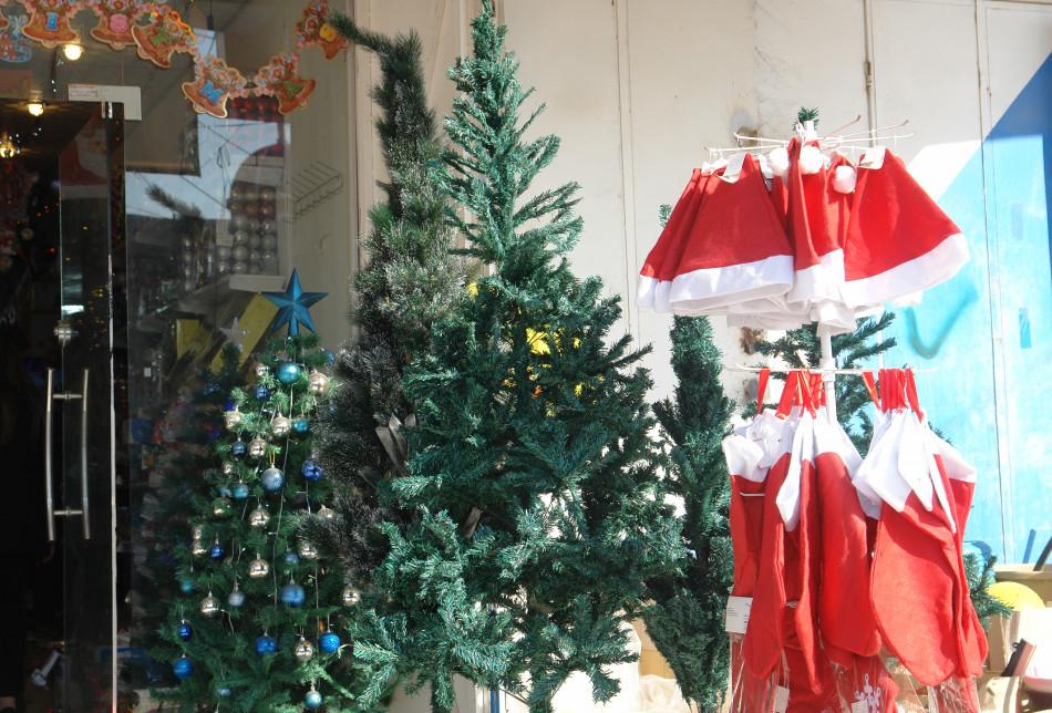 تللسقف تستعتد لاستقبال اعياد الميلاد ورأس السنة