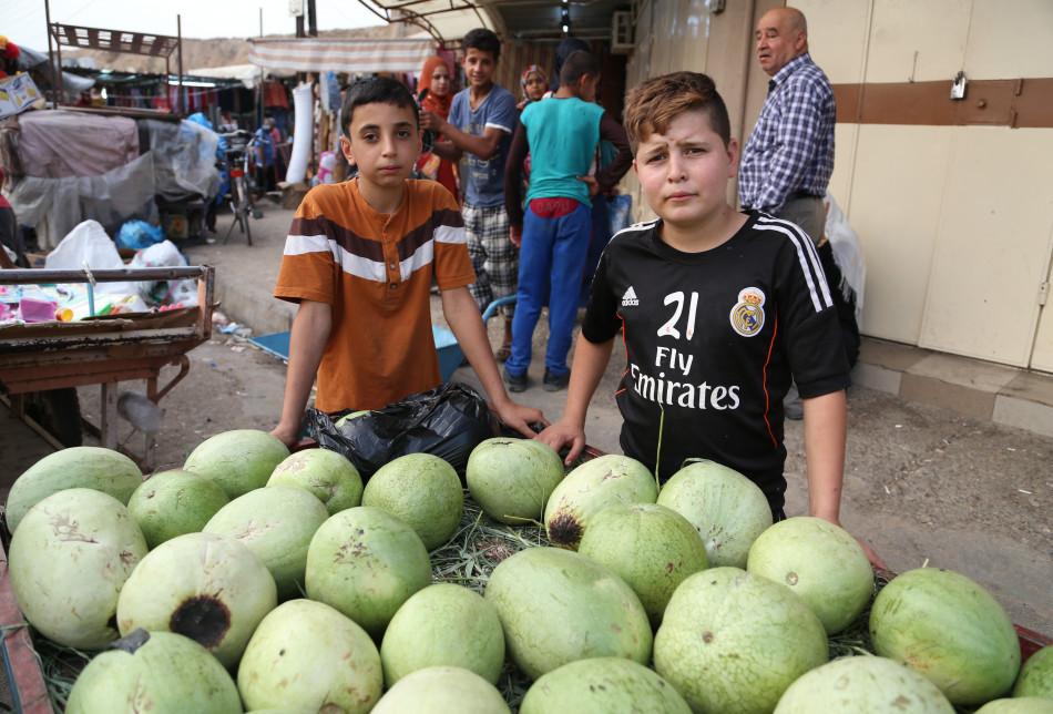 Irak iş hukukuna göre, 15 yaşın altındaki çocukların çalışması yasaktır. Aksi durumda yasal cezayi yaptırım uygulanıyor.