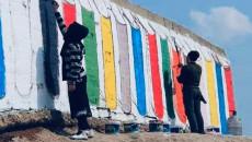"""بعد رحلة النزوح.. شباب الموصل ينطلقون برحلة لغذاء العقل ويمحون مخلفات """"داعش"""""""
