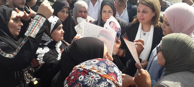 من فوق انفاذ الموصل القديمة.. وفد برلماني نسوي يطالب بالكشف عن مصير المختطفين والمغيبين قسرا