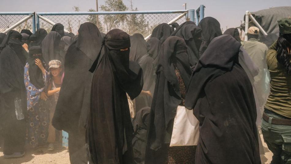 """بغداد: """"الهول"""" أم """"العملة""""<br> نقل عائلات داعش من سوريا لنينوى قد ألغى القرار لكن بقت المشكلة"""
