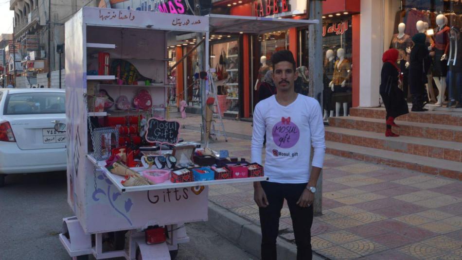 محمد.. تخرج من جامعة الموصل ليعمل امامها