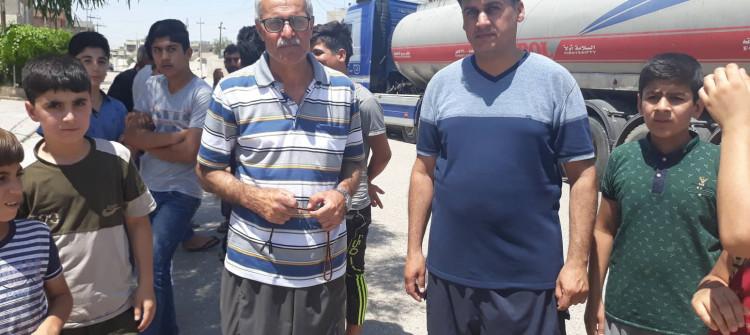 Kerkük'ün bir semtinde vatandaşlar tuzlu su içiyorlar