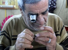 Adil, Kirkuk's oldest watchmaker