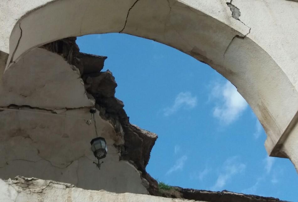 إدارة القشلة حذرت مراراً وتكراراً من خطر إنهيار البناية دون جدوى