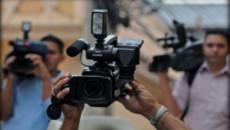 بالفيديو.. لاعبو وجمهور نادي نفط الوسط يعتدون بالضرب على مصور قناة فضائية