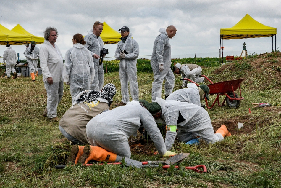 First mass grave of Ezidi victims in Shingal's Kojo village unearthed