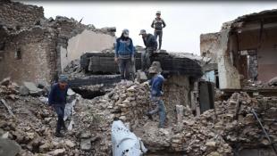 اطفال الموصل يعتاشون على سكراب وانقاض المباني المهدمة